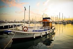 atardecer en el puerto ( Más bello que el silencio ) Tags: valencia puerto atardecer barcos reflejo cruzadas ltytrx5 ltytr2 ltytr1 ltytr3 ltytr4 ltytr5 a3b cruzadasgold 6retos6 fotoconcursos fotosconcorazónypasión