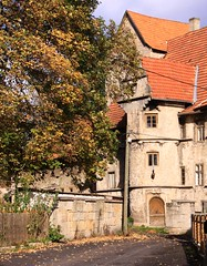 Ellingshausen castle (:Linda:) Tags: autumn tree castle architecture germany thringen village herbst thuringia autumnal herbstlich risalit ellingshausen