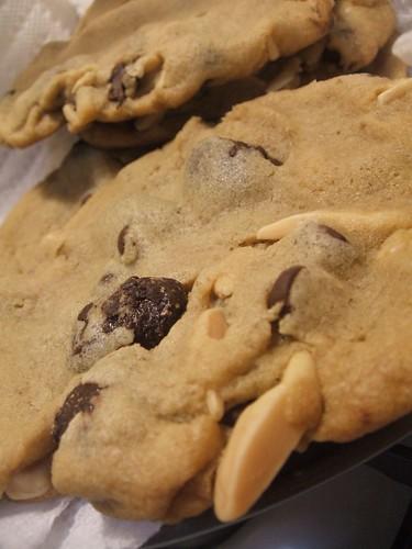 saltedchocolatealmondchipcookies1.