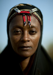 Gabbra woman with beads on the forehead - Kenya (Eric Lafforgue) Tags: africa portrait people woman girl face kenya culture tribal human tribes afrika tradition tribe ethnic ramadan tribo gens visage headdress afrique headwear ethnology headgear tribu eastafrica gabra 6274 qunia lafforgue gabbra ethnie  qunia    kea    humainpersonne a