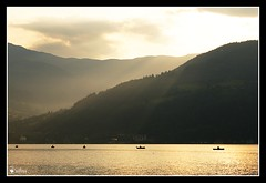 Fischertreffen (LaToupie) Tags: morning light lake mountains salzburg sunrise boot austria see boat sterreich fisherman fishermen sony berge rays sunrays shipping zellamsee sonne sonnenaufgang morgen sonnenstrahlen fischer angeln angler zellersee mino