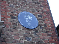 Photo of Sid James blue plaque