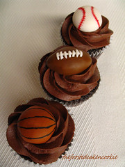 Tuesday Toppers: Sports Cupcakes