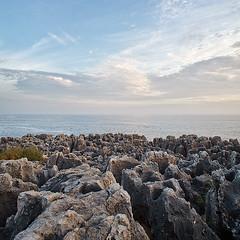 Cascais - Boca do Inferno (Sr. Cordeiro) Tags: sea sky portugal clouds canon landscape mar rocks paisagem cu nuvens 5d om zuiko cascais pedras mkii 18mm bocadoinferno ilustrarportugal