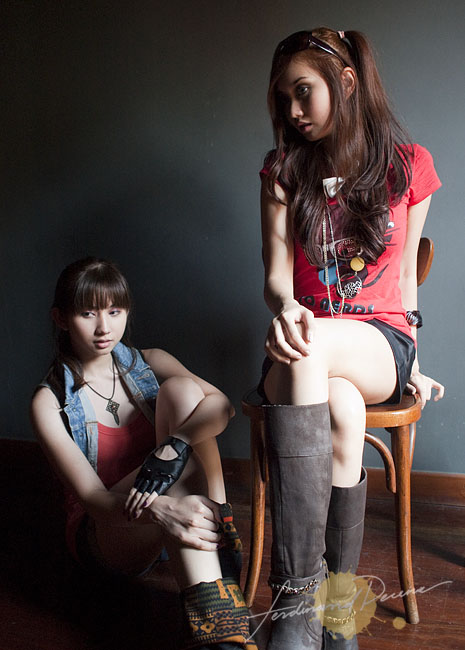 Ashley and Alodia Gosiengfiao (Olympus E-P1, ISO 800, 17mm Pancake, f2.6, 1/100sec)