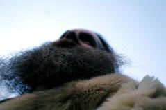 Personne pour raconter (Need you to be strong) Tags: de t manchester josh barbe pearson contre plongée fourrure manteau