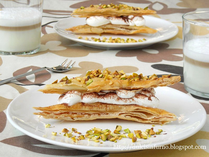 Triangoli di Pasta Sfoglia con Panna e Cacao-Puff Pastry Triangles with Whipped Cream and Cocoa