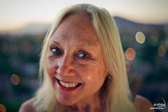 my mom + bonus (Profeta/Paranoia) Tags: chile santiago light portrait woman verde green luz smile smiling canon mom 50mm licht mujer eyes nikon eli elizabeth dof bokeh retrato flash mother porträt ojos blonde 5d sonrisa grün augen frau f18 18 50 50mmf18 sonreir sonriendo sb24 strobist roscogels