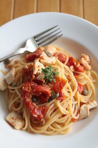 カジキマグロとミニトマトのスパゲッテイーニ