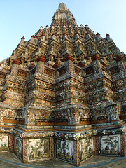 Temple of Dawn (Samantha T.) Tags: night river thailand temple dawn asia bangkok watarun chaophraya