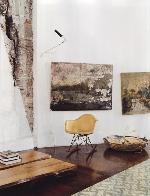 Plaster, crooked paintings