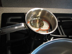 Small pot for heating snap lids