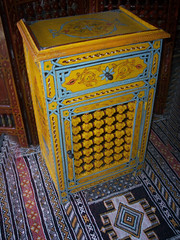 armoire-yellow (ARTISANAT DE FES 0613422431) Tags: de hotel bahrain dubai dar egypt ceiling morocco maroc palais celing fe oman fes riad artisanat erfoud chergui jamai saidia jnan hamidi zouak xaluca zouaq diafa