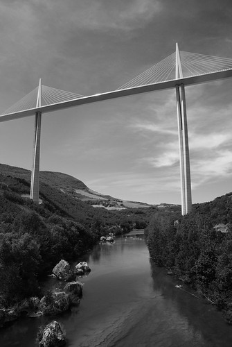 Millau viaduct central pillars from the bottom by Chris _E78.