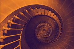Dans le phare (Nitekite) Tags: lighthouse france stairs photoshop canon phare leuchtturm stairwaytoheaven treppenhaus hss leder pharedesbaleines colorphotoaward cmwd cmwdorange worldwidetravelogue nitekite