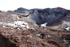 fuji crater (i_love_japan_29) Tags: mountain japan canon interesting fuji hiking mountfuji summit  fujisan 1022mm ultrawideangle