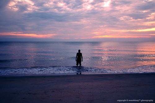 Di Tepi Pantai Yang Indah by wanahfong™.