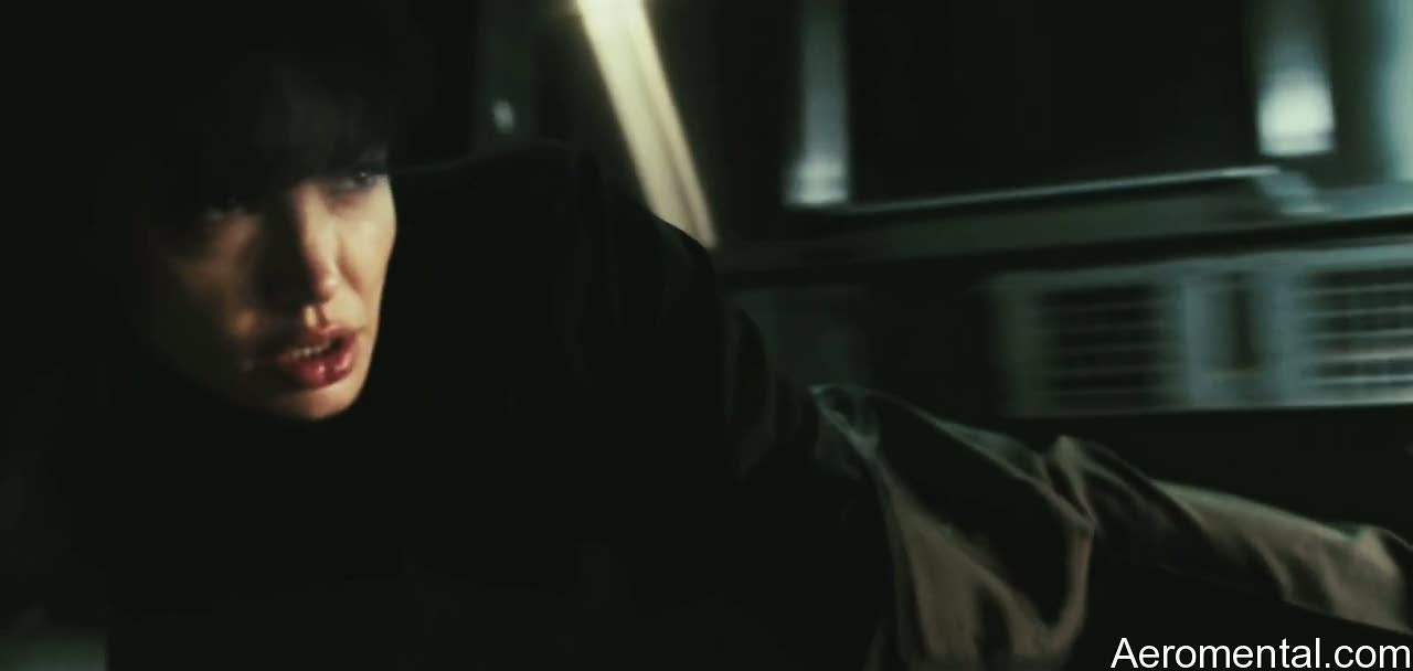 Angelina Jolie Salt cabello negro