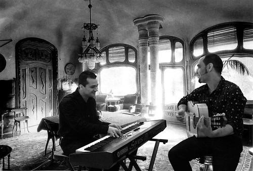 Casa Batllo piano guitarra