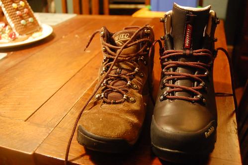 walking boots hiking cotswolds hitec raiche