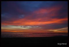 Cielo / Heaven... (NO PROCESADA) (Sermoco86) Tags: barcelona morning light sky luz maana beach sergio dawn luces heaven playa amanecer cielo barceloneta moral sermoco86
