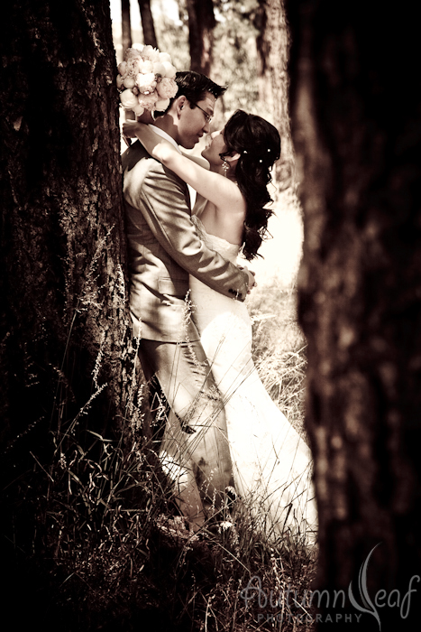 Clare & Nic's Wedding - Stealing a kiss (by Autumnleaf Photography)