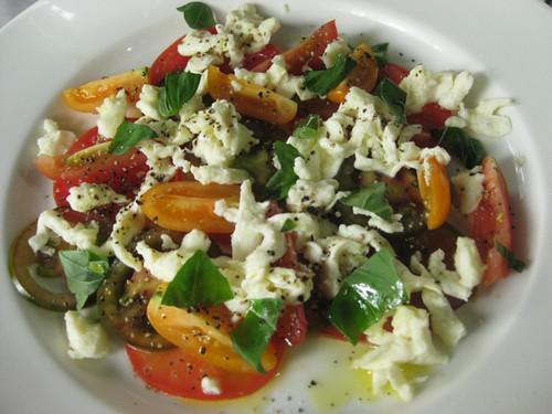 Tomoto,basil_and_mozzarella_salad.JPG