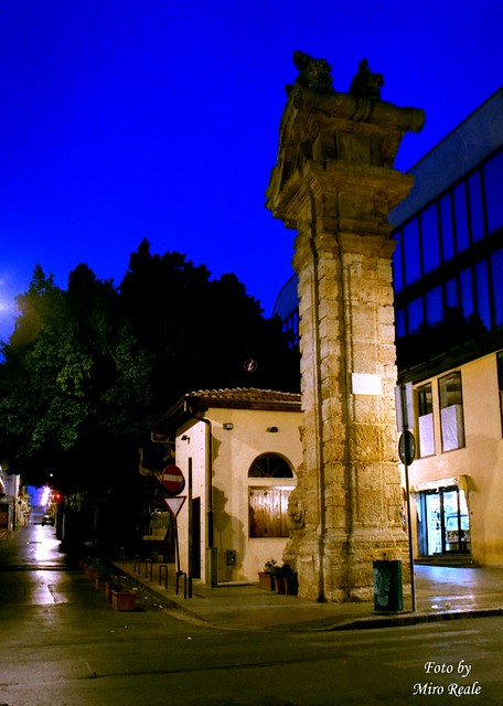 bagheria  pilastri  di notte