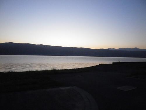 夜明けの諏訪湖