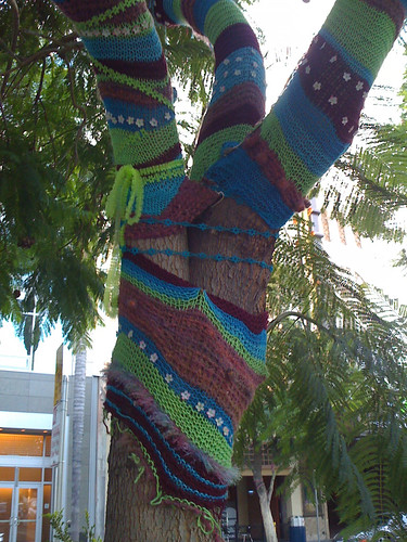 Guerilla Knitting Patterns : Mooseknits: Guerilla knitting