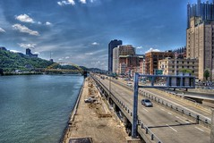 Look up the Monongahela River, above the Mon Warf, on the Smithfield Street Bridge (Dave DiCello) Tags: bridge ohio hockey photoshop river nikon pittsburgh place parkway ppg smithfield hdr highdynamicrange allegheny stanleycup monongahela cs4 mellonarena pittsburghpa steelcity sidneycrosby photomatix pittsburghpenguins yinzer pittsburghbridges d40 cityofbridges marcandrefleury tonemapped theburgh pittsburgher evgenimalkin d40x maximetalbot tylerkennedy thecityofbridges maxtalbot pittsburghphotography consolenergycenter evad310 davedicello stanleycuprings penguinsstanleycupring pittsburghcityofbridges steelscapes picturesofpittsburgh cityofbridgesphotography