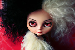 Let me look after your puppy!! (erregiro) Tags: white black smile de fur carved doll character coat teeth makeup evil disney lips 101 wicked mohair blythe sonrisa mold rogue custom walt mala dalmatian scoundrel villian vill dlmatas malvada eyebrowns cruella rbl reroot erregiro