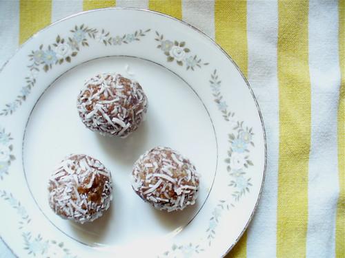 macadmia nut date coconut rolls