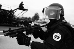 French GIGN in action (Jean-Paul Ney, war reporter) Tags: paris war action police soldiers lite swat specialforces actionphoto gendarmerie terrorisme counterterrorism gign contreterrorisme forcesspciales jeanpaulney
