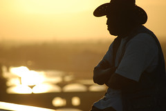 Pedlar of Firenze (Daniele Sartori) Tags: travel bridge sunset italy river florence europa europe italia tramonto fiume ponte tuscany firenze arno toscana viaggio vecchio pedlar piazzalemichelangelo venditore ambulante
