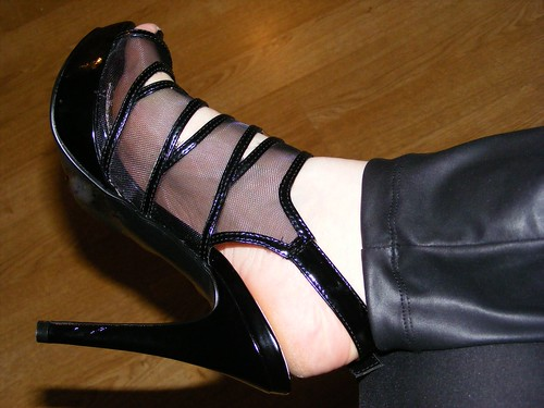 New killer black heels side on
