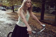 [フリー画像] [人物写真] [女性ポートレイト] [白人女性] [自転車]       [フリー素材]