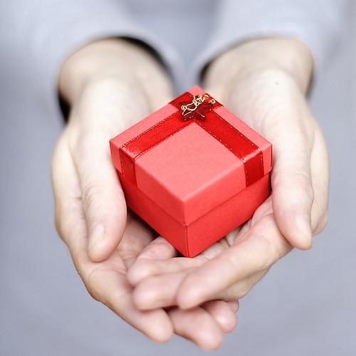 gift, por mmlolek, CC