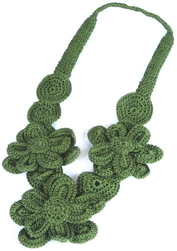 Colar de Flores de Crochê Verde by PARANOARTE