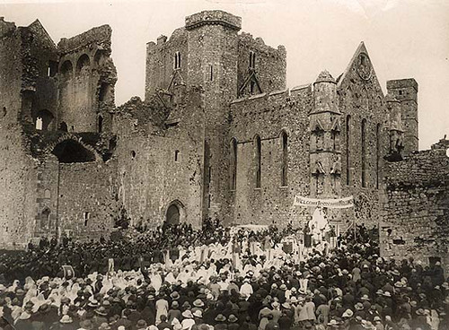 Huge crowd gathered at Cashel, Co. Tipperary for Corpus Christi procession