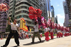 DRAGON DANCE  (sunnyha) Tags: china street red urban hk color canon asian hongkong pessoas asia dragon outdoor folk chinese culture menschen parade personas tokina persone photograph tradition   cultura chine photographier homme mortal  dragondance   mensen chineseculture   insanlar ljudi       osoby hongkongsar emberek   mennesker  mnniskor  eos450d cilvki    450d   culturetradition atx165prodx tokinaaf1650mmf28 tokina1650mmf28atx165prodx sunnyha 12 paradeinhongkong 71  1july2009hongkong