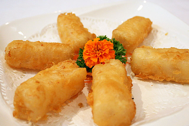 Deep-fried water chestnut cake