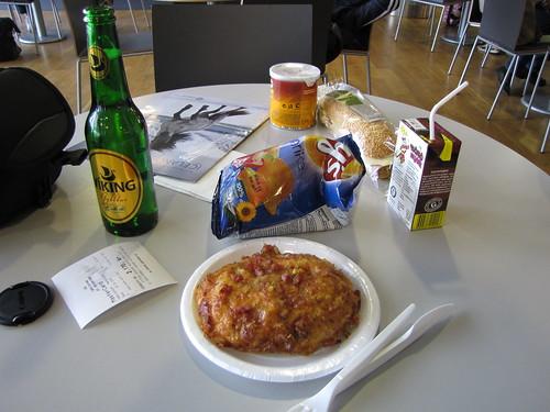 Snack in Keflavik Airport, Iceland (06/20/09)