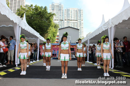 cheerleaders initial pose