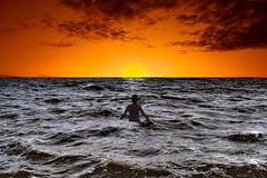 [フリー画像] 自然・風景, 海, 人物, 人と風景, 夕日・夕焼け・日没, イギリス, イングランド, 201004021900