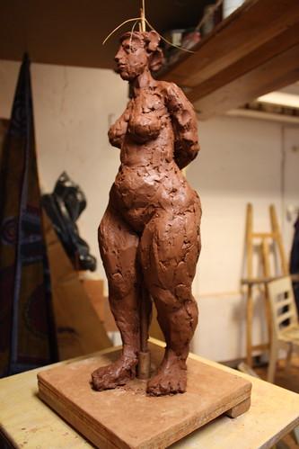 Sculpture debout