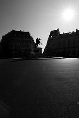 Place de Victoires (www.chemalara.com) Tags: bw paris france bn francia pars placedevictoires