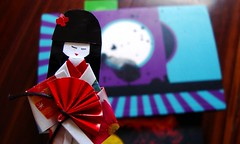 Japanese Memento (FaruSantos) Tags: origami vermelho kimono japão murakami madeira roxo