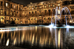 Louvre. Patio cuadrado. Square patio. (J. A. Alcaide) Tags: old light paris france art luz water night buildings reflections noche edificios agua arte details spots rincones francia detalles antiguo reflejos colorphotoaward