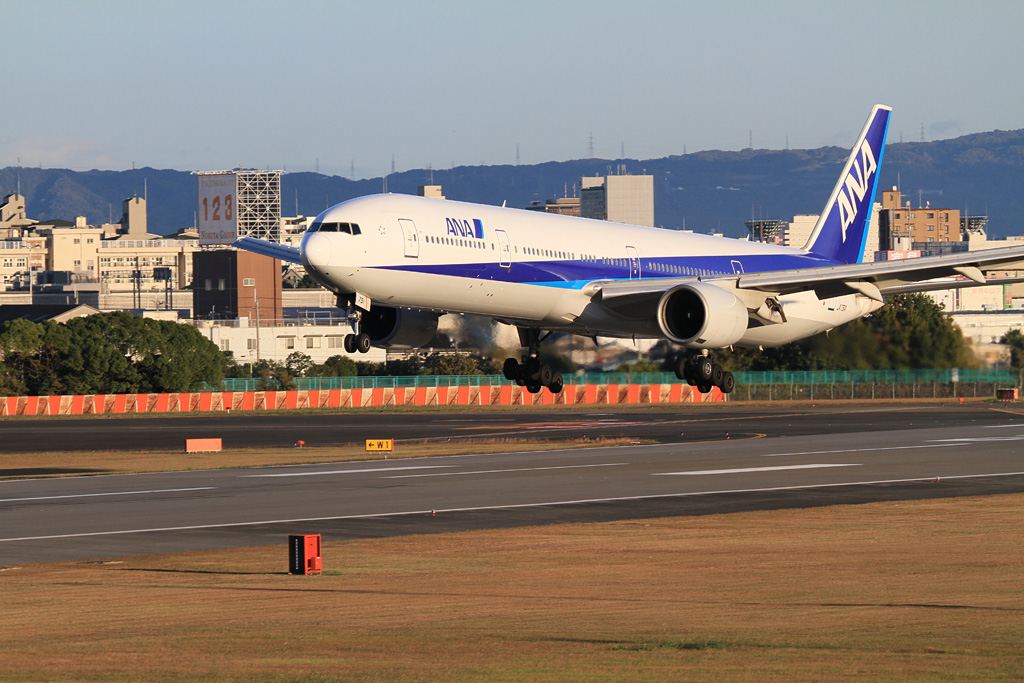 ANA's B777-300 (JA751A) will land soonly